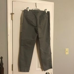 Old Navy Pants - Old Navy Pixie grey crop pants 8